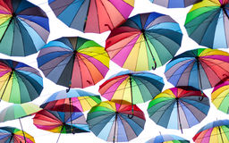 Des parapluies colorés est vus dans la ville Ukraine d'Odessa Images stock