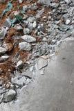 Des pavés concret cassé images stock