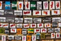 Des peintures des moines et le lac Inle sont vendus sous le nom de souvenirs sur le marché Myanmar, Birmanie Photos stock