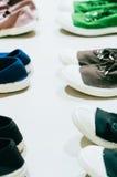 Des plusieurs d'espadrilles colorées Image stock