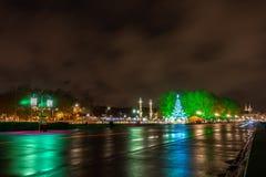 DES Quinconces del posto alla notte in Bordeaux, Francia immagine stock