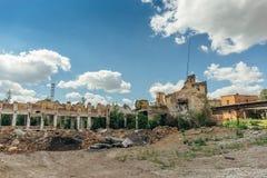 Des ruines du bâtiment industriel abandonné, peuvent être employées comme démolition, tremblement de terre, bombe, guerre Image stock