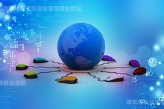 Des souris d'ordinateur sont reliées autour du globe Images stock