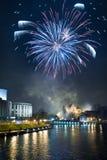 Des Sylvesterabends mit Feuerwerken Stockfotos