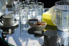 Des tasses de thé sur la table Photos stock