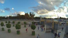 DES Tuileries de Place de la Concorde et de Jardin [faute panoramique, de temps, HD] banque de vidéos