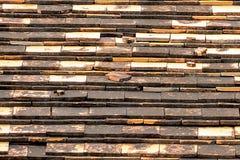 Des tuiles de terre cuite sont utilisées pour protéger la lumière et la pluie photographie stock