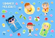 Des vacances d'été - illustration adorable - l'autocollant a placé - les enfants et la plage Photos libres de droits