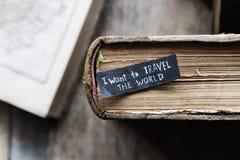 Des vacances ou idée de voyage, je veux voyager le texte du monde photos stock