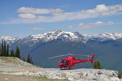 Des visites d'hélicoptère sont offertes à la montagne de Whistler Image libre de droits