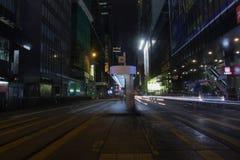 Des Voeux Road κεντρικός τή νύχτα στο HK Στοκ Εικόνα