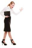Des in voller Länge schreiendes Schreien wütenden Geschäftsfraulehrers stockfotografie