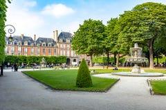 DES VOSGES d'endroit de place de VOSGES à Paris, France photo libre de droits