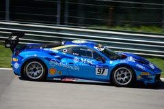 Desafío azul de Chrome Ferrari 488 en la acción Imagen de archivo