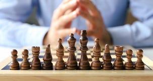 Desafio do negócio, estratégia e conceito da decisão video estoque