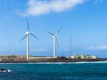 Desalación de la ósmosis de la agua de mar de la turbina de viento imagenes de archivo