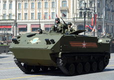 Desantiruemye BTR-MDM Rakushka durante um ensaio da parada Foto de Stock Royalty Free