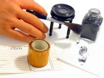 Desarrollar una huella digital latente Imágenes de archivo libres de regalías