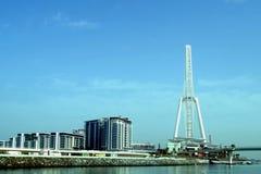 Desarrollo de costa pasado alrededor a abrirse en Dubai incluyendo alojamientos, tiendas, restaurantes, hoteles y una rueda masiv imagen de archivo libre de regalías