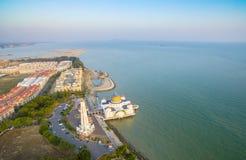 Desarrollo de la línea de la playa de la visión arial Imagen de archivo