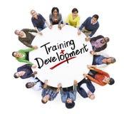 Desarrollo del entrenamiento del grupo de personas y de la palabra fotografía de archivo