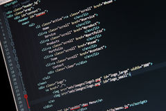 Desarrollo del sitio web - código programado en la pantalla de ordenador Fotos de archivo libres de regalías
