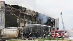 Desastre do grande fogo em um armazém video estoque