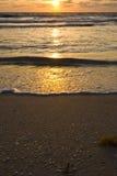 Desatención de la playa en la salida del sol Imagen de archivo libre de regalías
