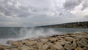 Desatención del golfo de Nápoles en tiempo ventoso, la 'promenade' de Nápoles Fotografía de archivo libre de regalías