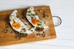 Desayuna una tostada con el huevo Fotos de archivo