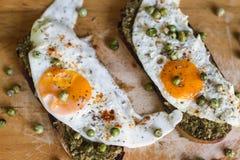 Desayuna una tostada con el huevo Foto de archivo libre de regalías