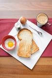 Desayune con café, pan de la tostada y el huevo mitad-hervido Imágenes de archivo libres de regalías