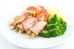 Desayune con el jamón, la seta, el bróculi, los tomates y la piña fotografía de archivo