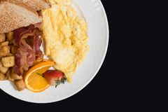 Desayune con tocino, patatas, los huevos y la tostada Fotos de archivo