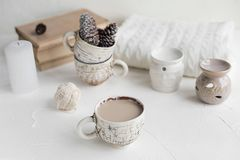 Desayuno acogedor con café y leche Concepto del estilo de vida Fotografía de archivo libre de regalías