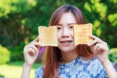 Desayuno adolescente de la consumición Fotografía de archivo