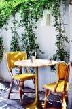 Desayuno afuera en un restaurante lujoso Fotografía de archivo libre de regalías