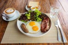 Desayuno americano en la tabla de madera Imagen de archivo libre de regalías