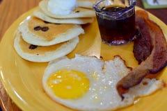 Desayuno básico sabroso foto de archivo libre de regalías