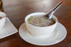 Desayuno con arroz de la ebullición en el cuenco blanco Imagen de archivo libre de regalías