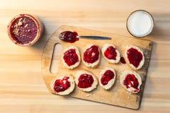 Desayuno con el baguette foto de archivo libre de regalías