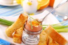 Desayuno con el huevo soft-boiled Fotos de archivo libres de regalías