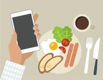 Desayuno con el teléfono fotografía de archivo libre de regalías