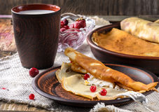 Desayuno con las crepes Foto de archivo libre de regalías