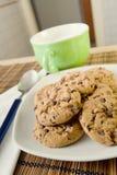 Desayuno con las galletas del chocolate imagen de archivo