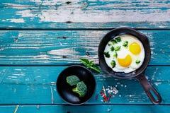 Desayuno con los huevos fritos Fotografía de archivo