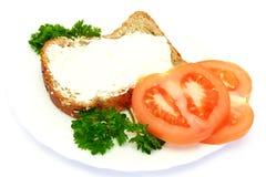 Desayuno con pan, los tomates y el perejil Fotos de archivo libres de regalías