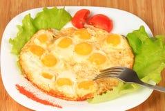 Desayuno de alimentación de los huevos de codornices Fotografía de archivo libre de regalías