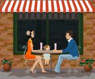 Desayuno de la familia en la terraza del verano Imagen de archivo