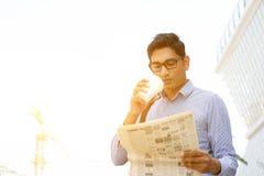 Desayuno de la mañana del hombre de negocios Imagen de archivo